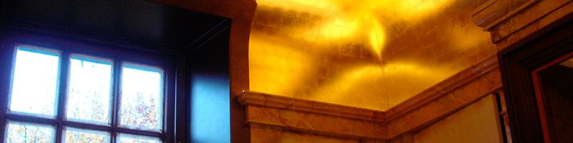 Plafond doré en damier d'or